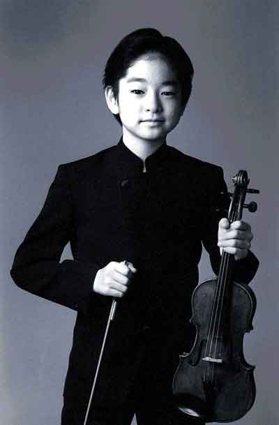 child prodigies Child prodigies are typically defined as children who, by the age of 10, are able to perform (art, music, math, writing, even puppeteering, etc) at the level of an expert adult in other words, child prodigies are children that from very early on reveal a greatly accelerated learning curve toward higher levels of.
